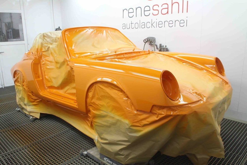 Sahli made up the colour with Standox 2K coatings and used it to coat all parts of the vehicle.